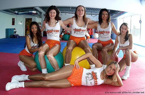 Hooters im Fitness